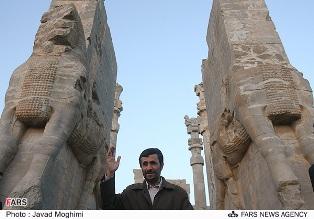 دکتر احمدی نژاد در تخت جمشید/ سال 86